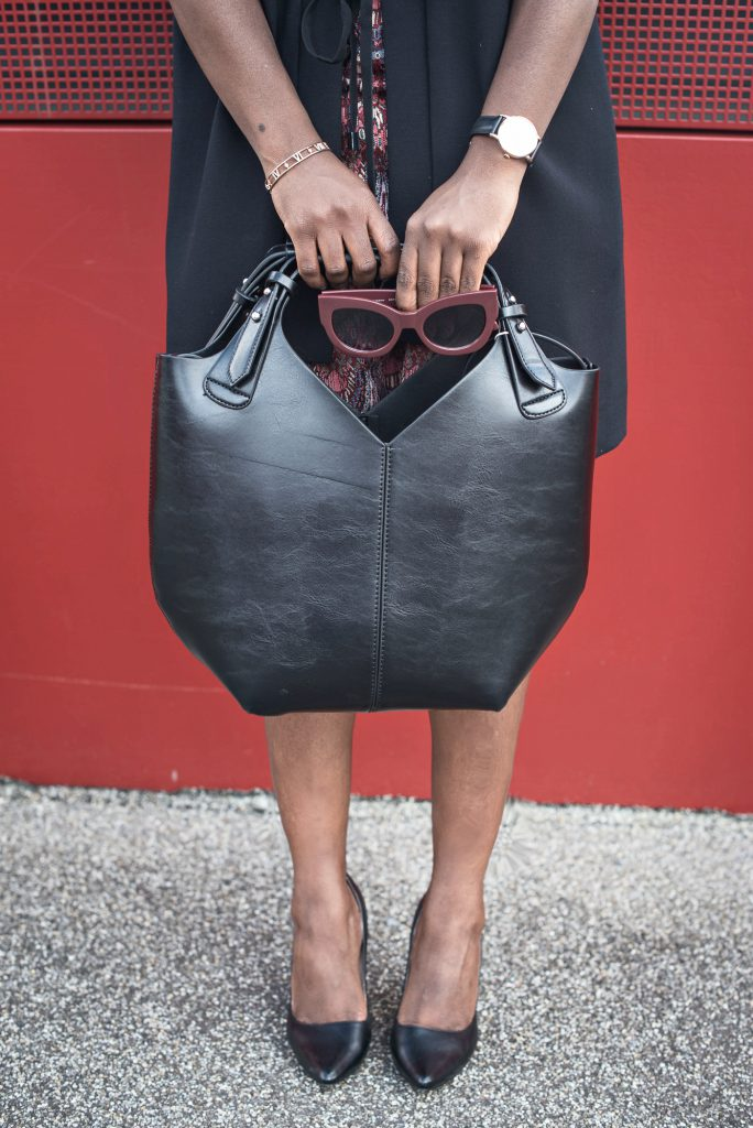turning-point-black-bag-burgundy-sunglasses-black-heels-daniel-wellington-watch-atlas-narrow-open-bangle-ESPRIT-Imperfect-campaign-2016-bloggers-friends-outfits-inspiration