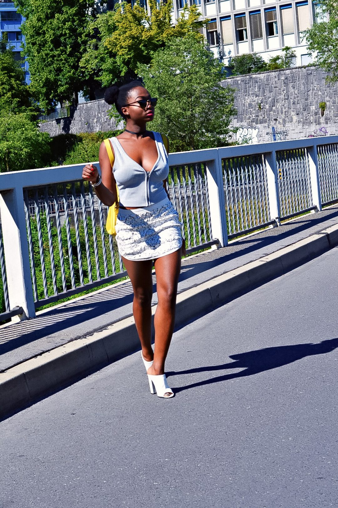 turning-point-how-to-wear-white-on-white-leather-skirt 5