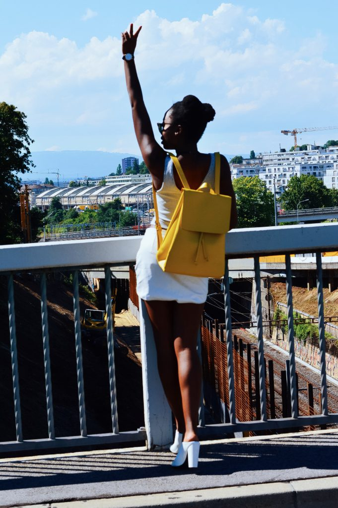 turning-point-how-to-wear-white-on-white-yellow-leather-bag 4