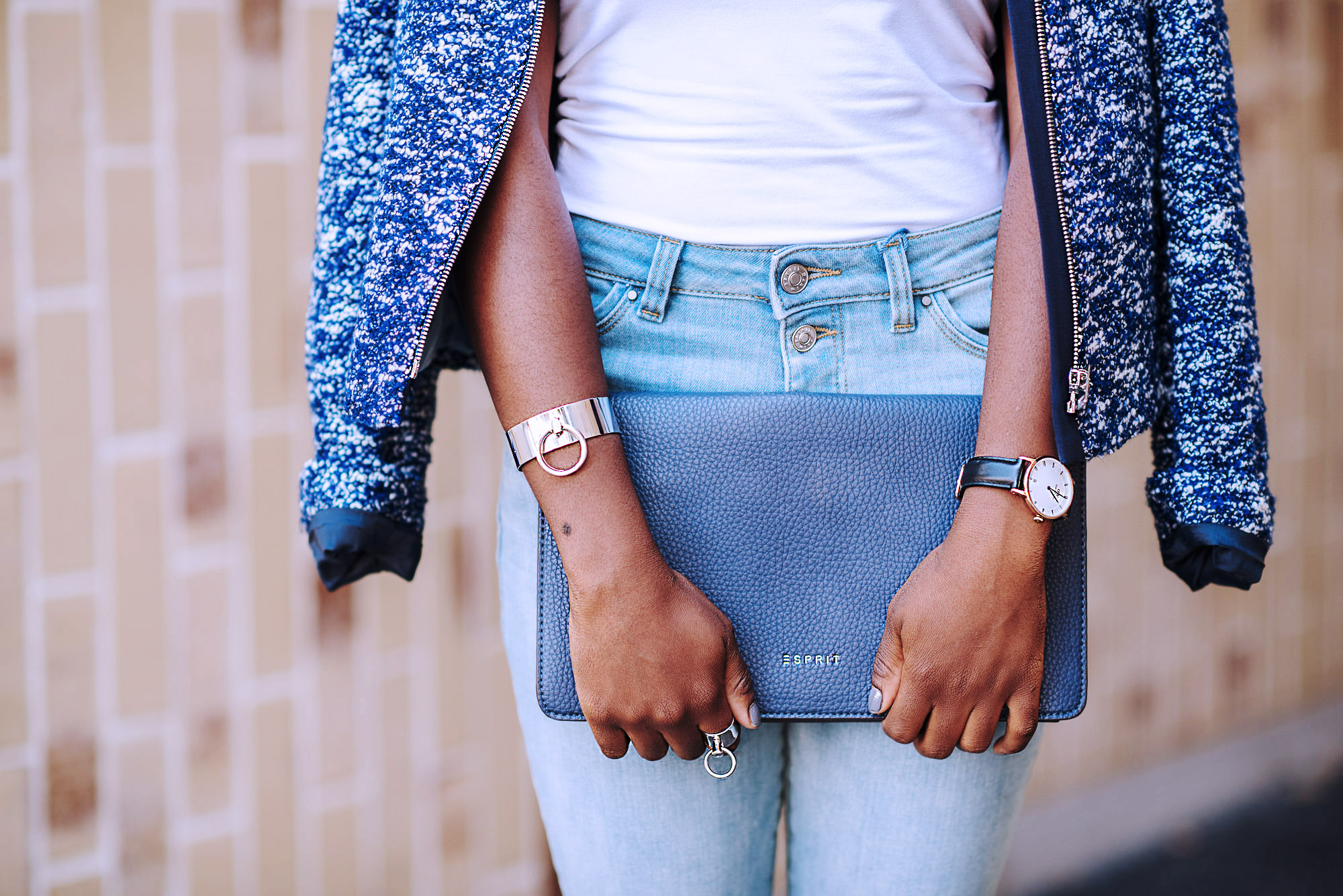 4_tricks_to_always_look_chic_in_casual_everyday_outfits-bound-cuffs-ring-pochette-bleu-grey-nails-nailpolish-turning_point_blog-fashion-lifestyle-travel