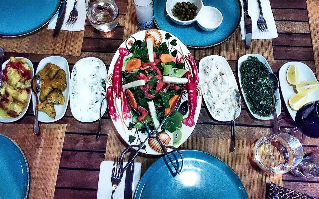 sgturningpoint_blog-trip_to_bodrum-turkish_mezze_salad-voyage_turquie