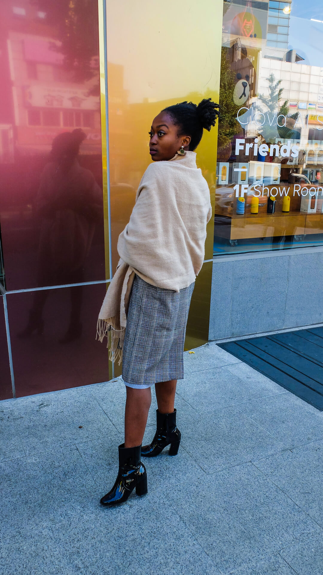big large plaid scarf, black girl, afro hair, swiss blogger, ootd, chic outfit, dope outfit, nightout outfit, bralette, black ankle boots, long grey midi skirt, Prince of Wales checked COAT, wood moon earring, swiss fashion blogs